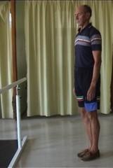 vl Equilibre debout les pieds joints YF.JPG
